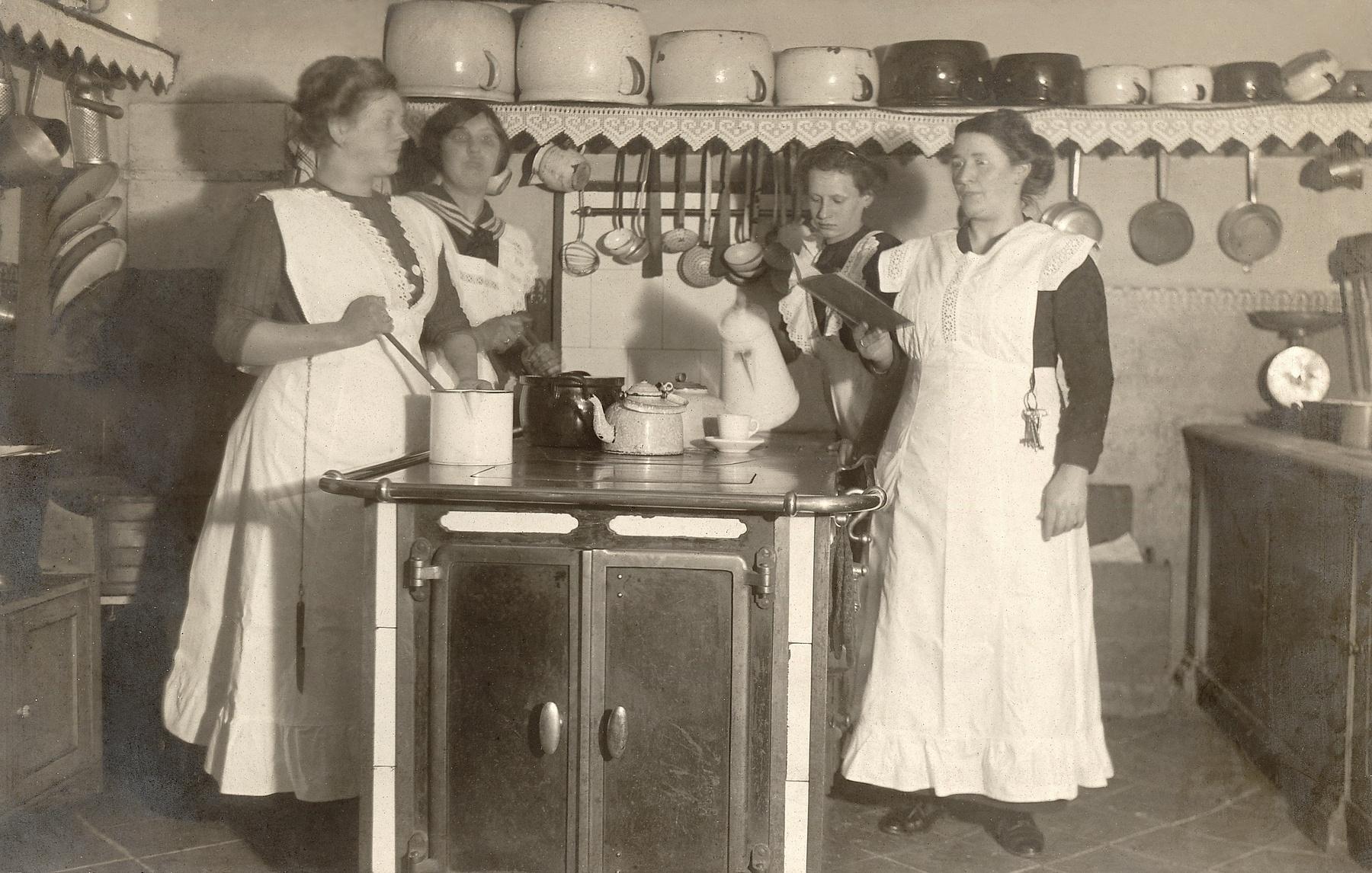 Emanzipation – wie Frauen sich die Küche zurückerobern | Hotellerie ...